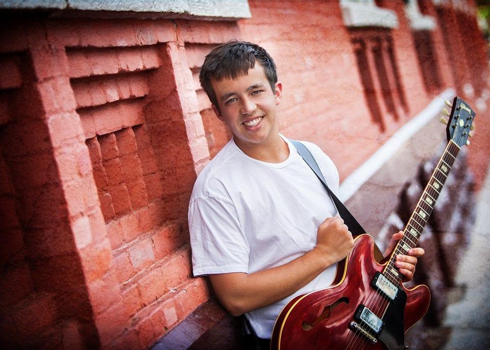 Senior-photo-shoot-in-Durango-Colorado-Guitar